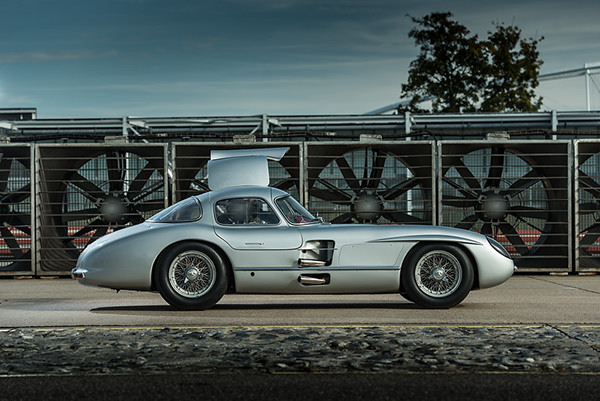 Mercedes benz 300 slr uhlenhaut coupe on behance for Mercedes benz 300 slr
