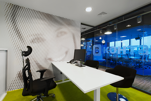 v kontakte headquarters industrial warehouse interior design style  V Kontakte's New Head Quarters in Saint Petersburg Russia f336d21176435cb161c1e1f28ab5b15f