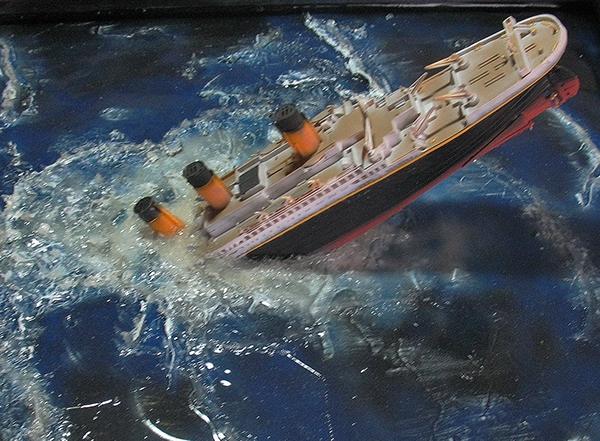 sinking titanic model project on Behance