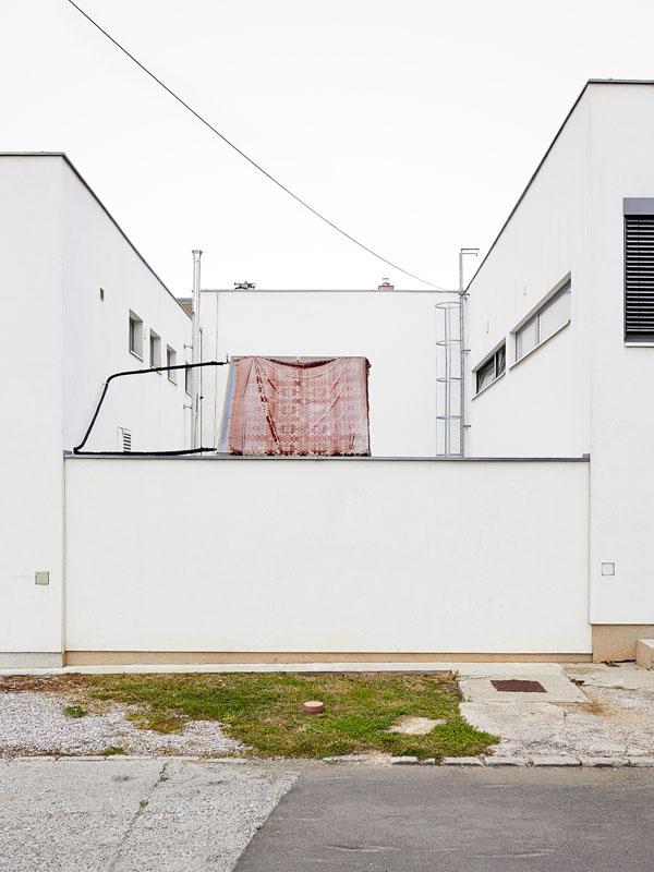 Nonplace building place