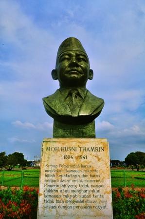 30 Patung Dan Monumen Di Jakarta On Behance