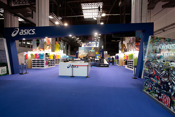 Exhibition Booth En Espanol : Booth design asics marató de barcelona on behance