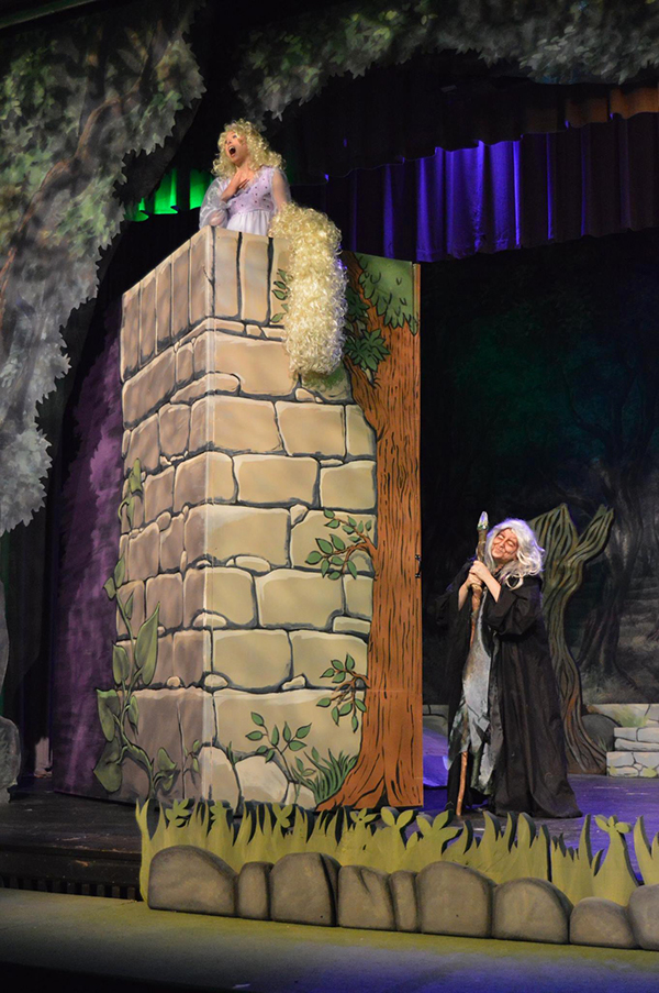 Set Design Painting And Dressing Quot Into The Woods Quot On
