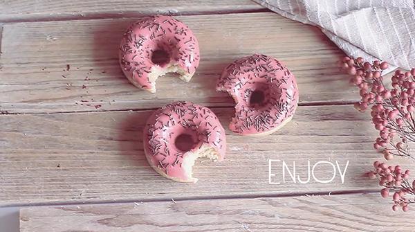 Donuts pink vegan recipe sweet Veggie recipes cake chocolate cream yummy