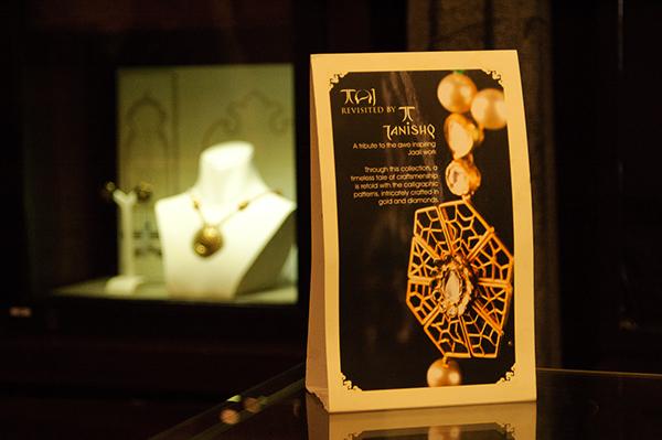25e87fb59fcac Window Display ,Taj Collection - Tanishq on Behance
