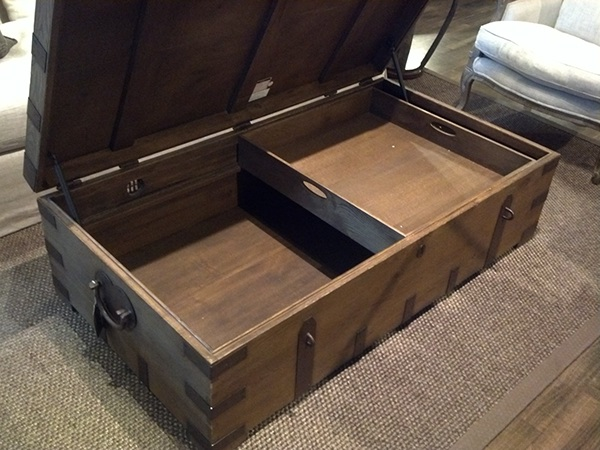 Having A Trunk Of Different Proportions As A Coffee Table With A
