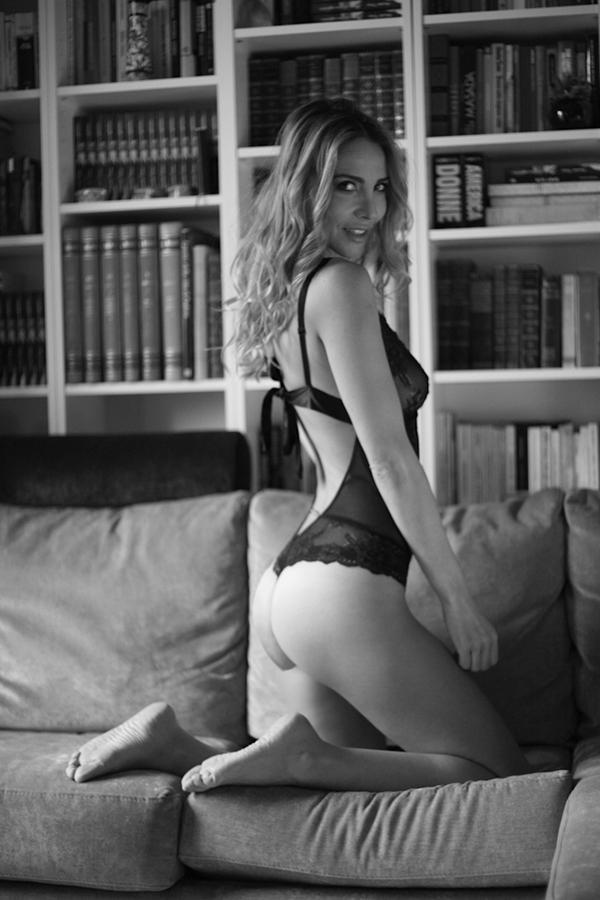 model black & white