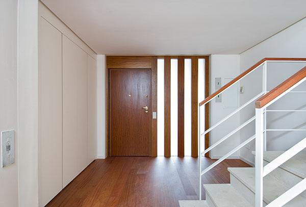 Edificio de viviendas en la dehesa de la villa madrid on behance - Aislar puerta entrada piso ...