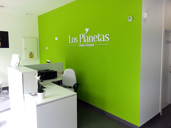 Clinica dental los planetas on behance - Decoracion de clinicas dentales ...