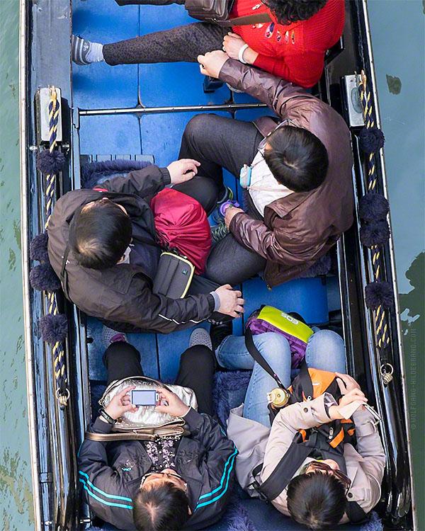 tourist Venice gondola watch Observe