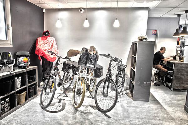 Cycliste velo Paris electrique