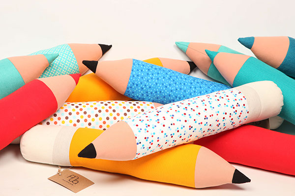 Lapiz pencil pillow on behance - Cojines con formas ...