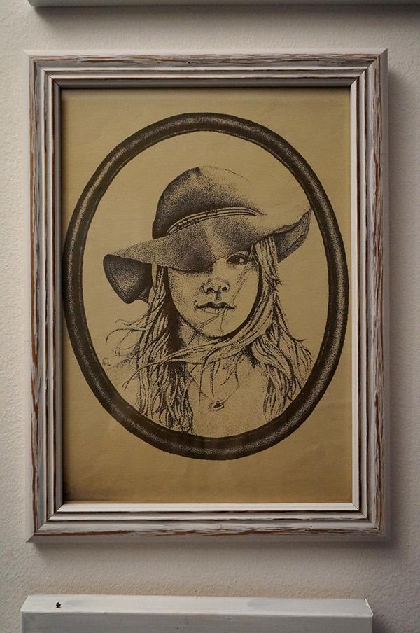 dotwork stippling old photo girl hat pointilismus