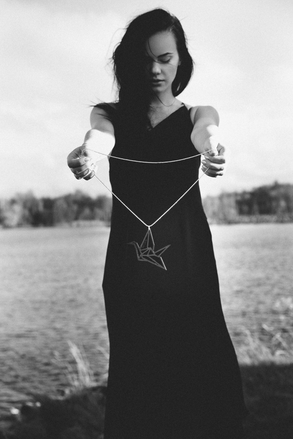 black swan musta joutsen yo zen harri rauhanummi linnan juhlakuva jewelry