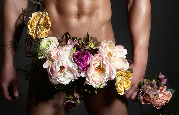 Фото голого мужчины с цветами 54692 фотография