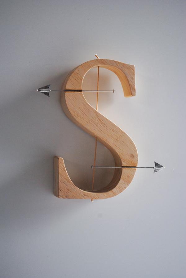 Caracteres alfabéticos  poesía visual escultura