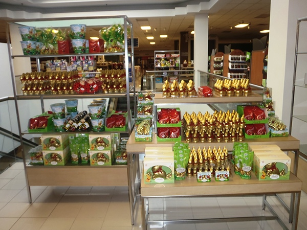 Visual merchandising work home decor and hard goods on for Home goods easter decorations