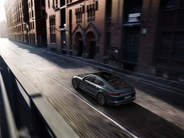 """Porsche Panamera """"Courage changes everything"""""""