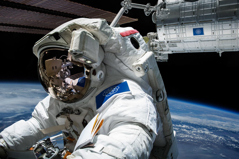 Drapeaux de la terre vu de l'espace - Oskar Pernefeldt
