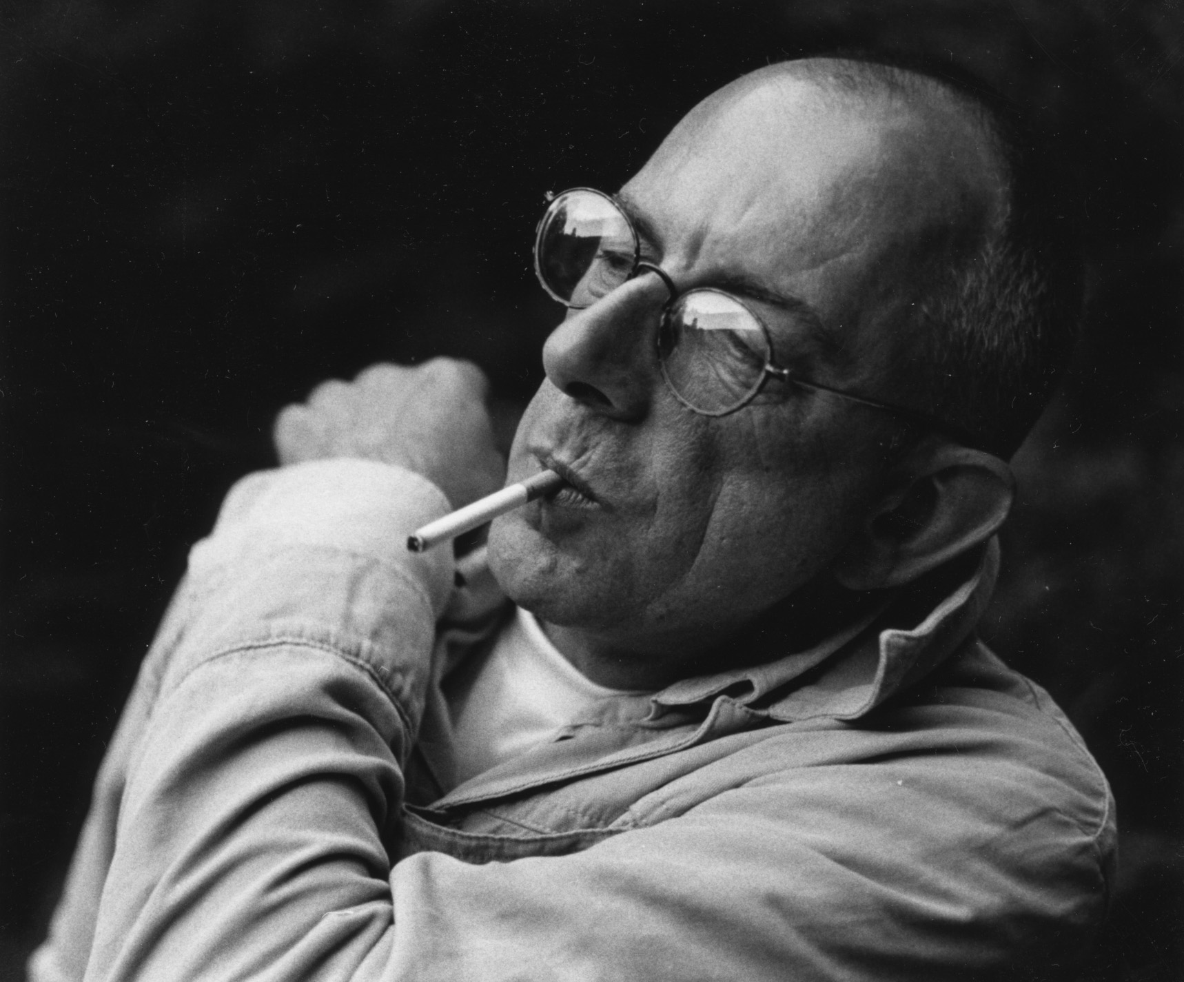 English painter leaning with a cigarette in his mouth
