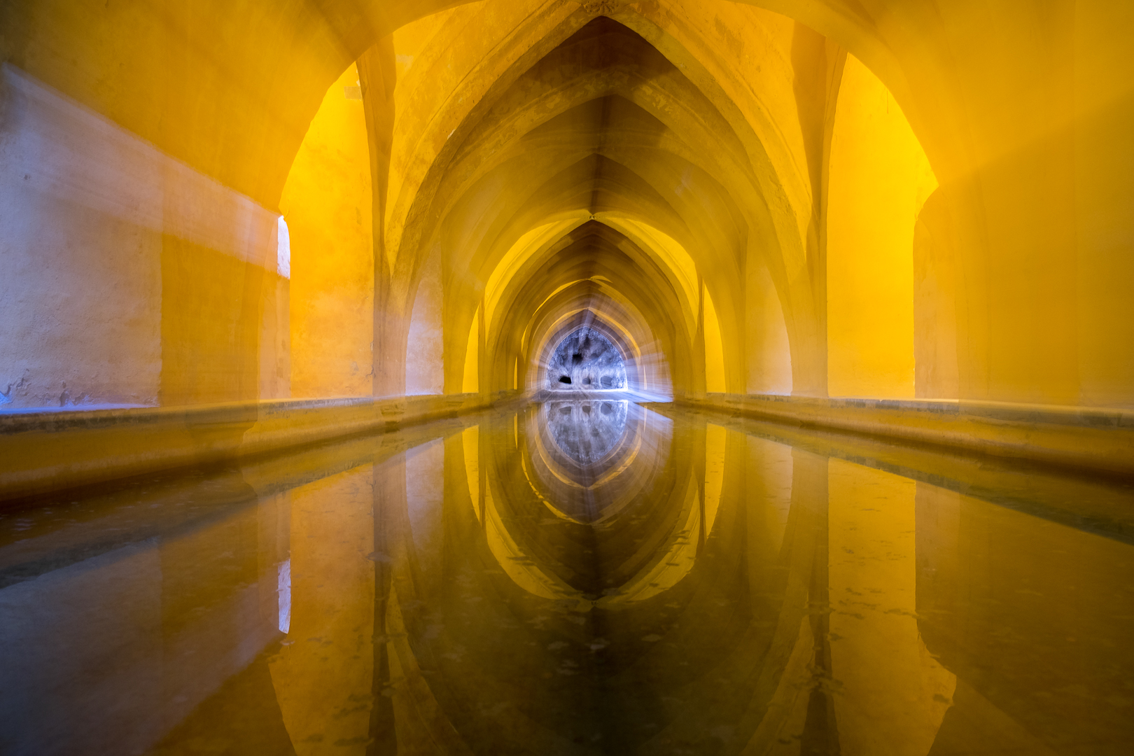"""Swimming pool at the royal palace """"Alcazar"""" in Sevilla"""