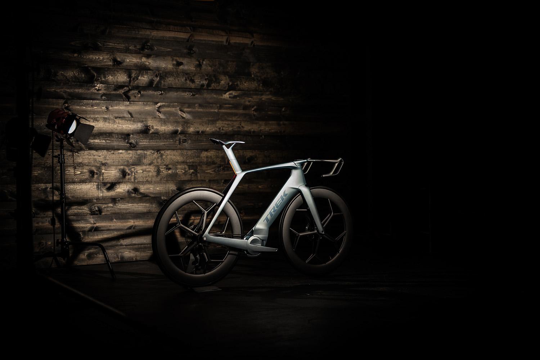 Фотография шоссейного велосипеда TREK 2026 с инновационной идеей от дизайнера