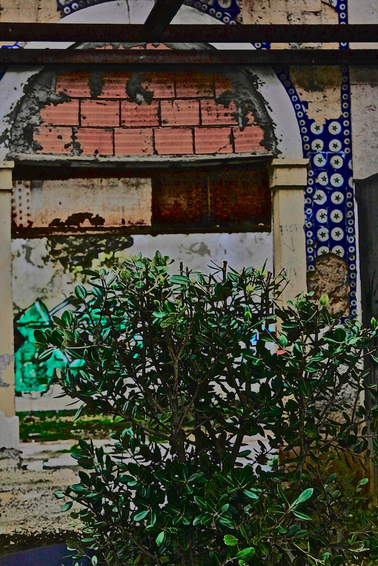 A/Z flaneur urban graffiti Street Art  Portugal Lisbon Brazil Kilroy warhol Rosalind Krauss