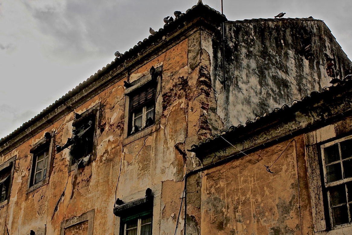 Alessandro Zir Portugal Brazil Luso Brazilian Encounters Lisbon architecture facades ruins Die Weltalter
