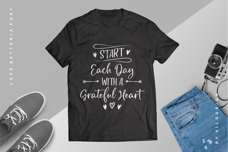 Image may contain: active shirt, t-shirt and sleeve
