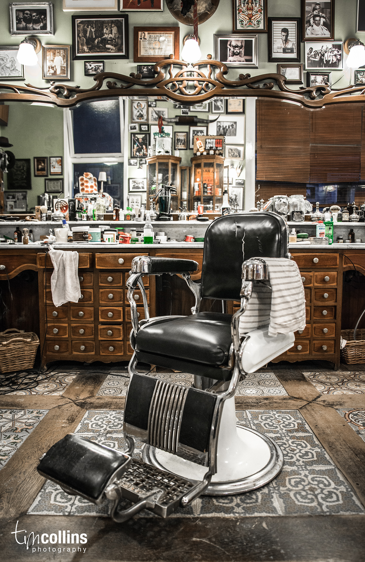 Schorem barber shop on behance - Barber shop interior ...