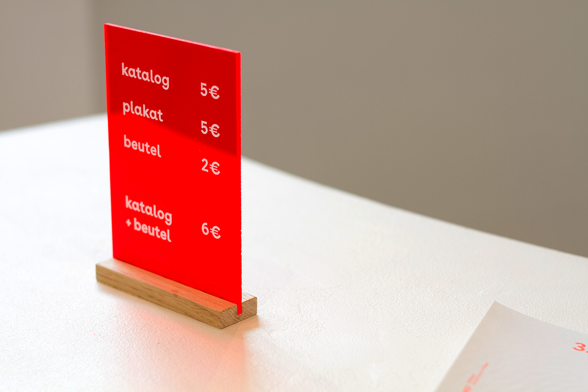 Exhibition  Signage neon design ausstellung Leitsystem