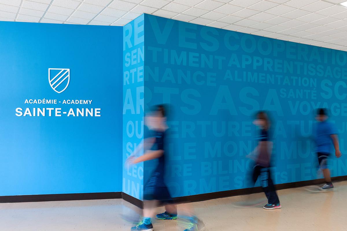 school école Montreal branding de lieu color Académie Sainte-Anne interieur Interior design identité signalétique wayfinding