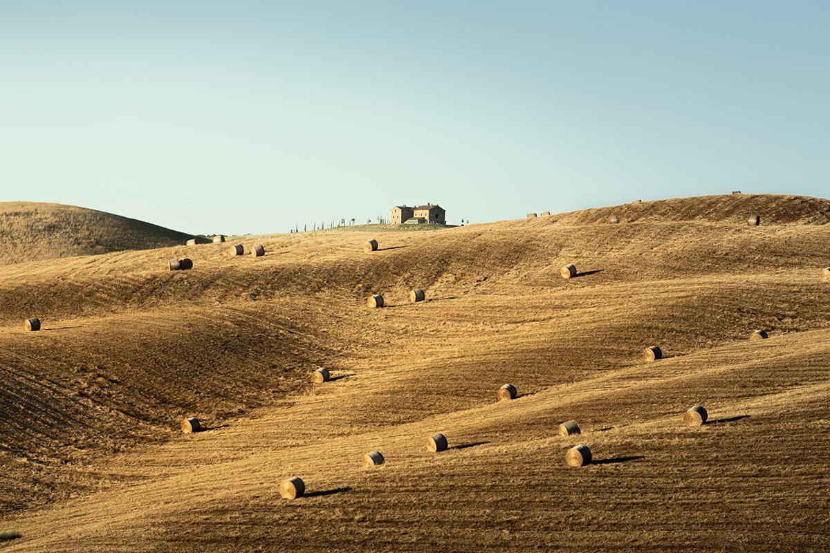 sky, field, nature, natural landscape, tuscany, hills, hay balls, italy, italian landscape, hay