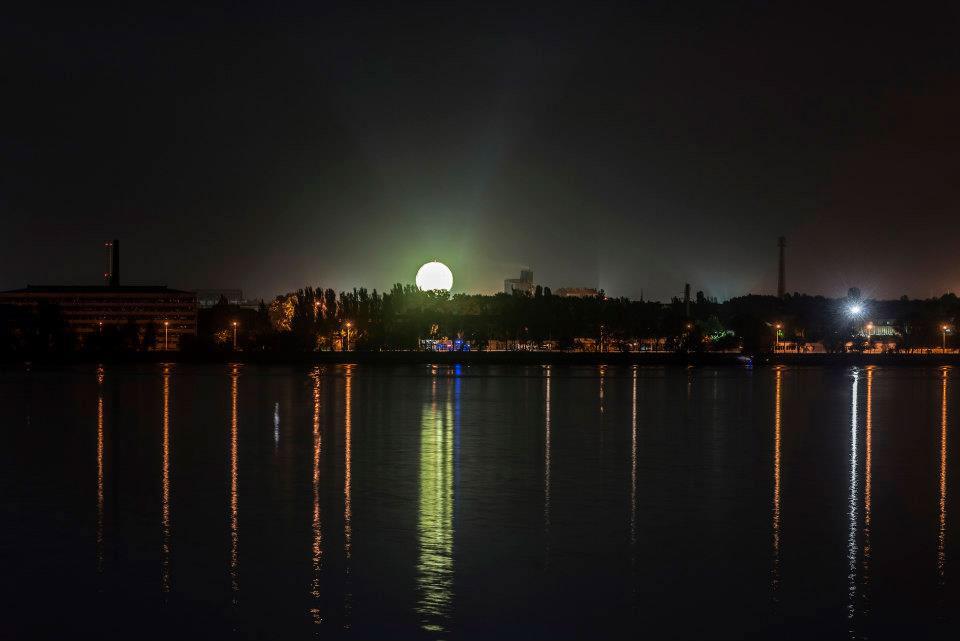 фото восход луны над днепром приходится
