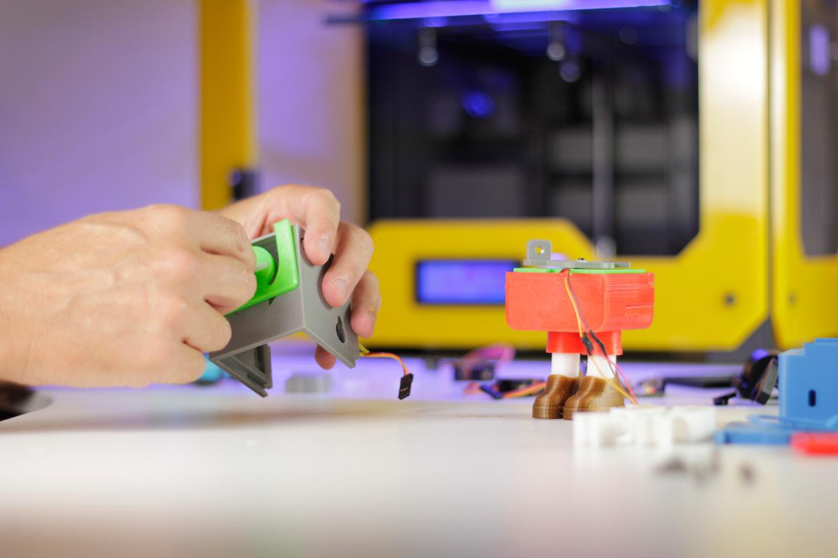 #gkogallery #tolosa #basquecountry #arttoyexhitibion #arttoygama #pinocchio #3D Print #Printocho ojofrito art toy robot pinoccio Arduino toy PLA Servo Motor Toy Concept Education children