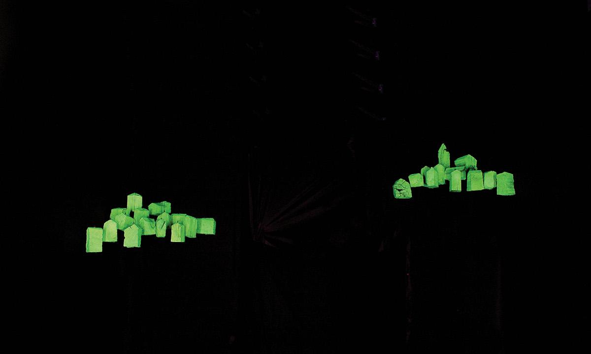 art artist Installationskünstler light art black light Lichtkunst Johannes Pfeiffer site-specific artinstallation luce di wood