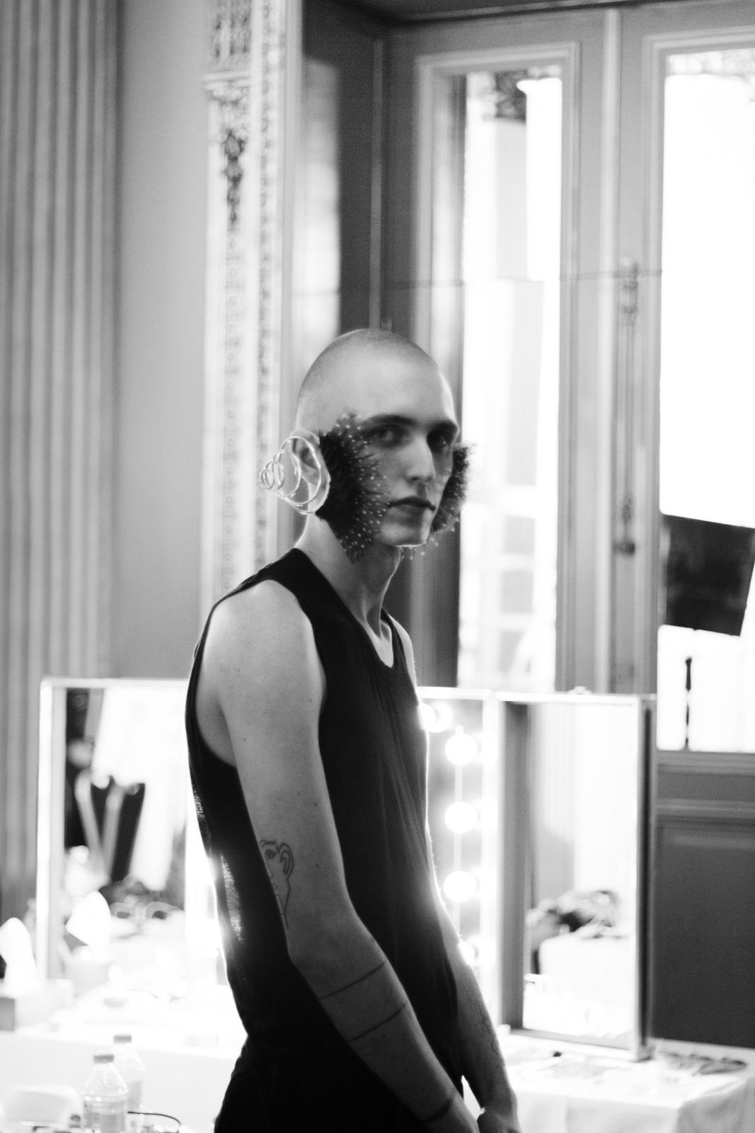 Fashion  darioruggiero henrikvibskov Photography  backstage portrait