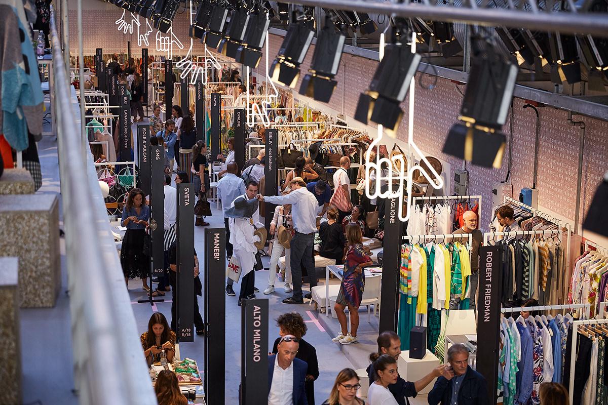 graphics graphic design  hands animation  super event production Exhibition  pavilion Fashion  milan