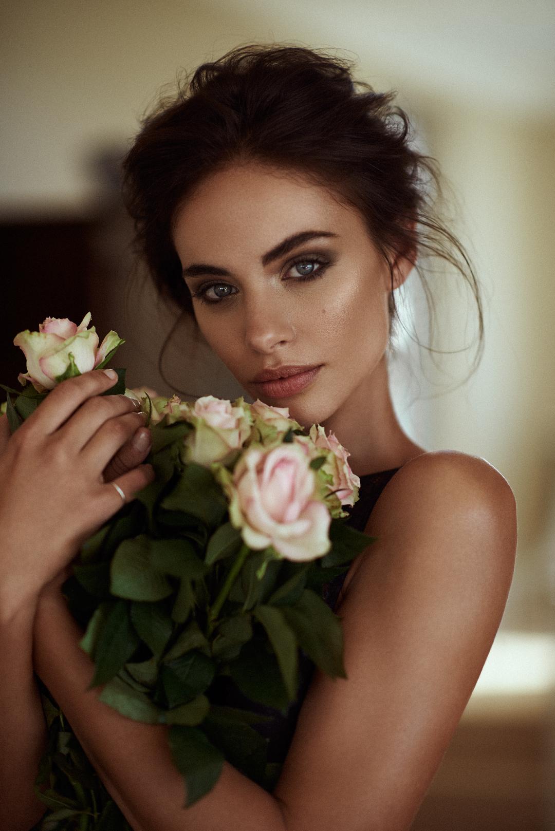 Elegant Brides Dramatic Up 61