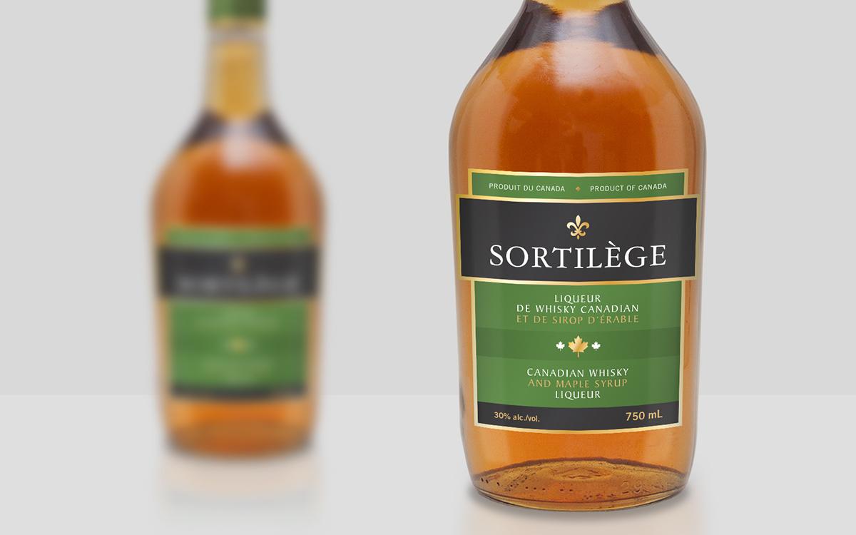 bottle Fleur de Lys maple Maple Leaf foil gold spot uv Whisky spirit liquor gold foil hot stamp Canada Quebec alcohol