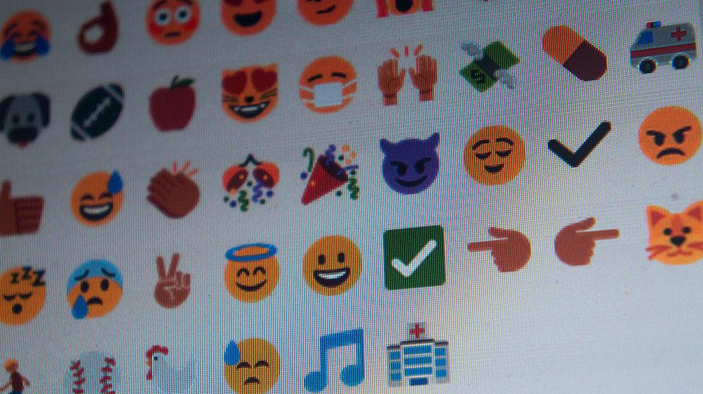 twitter Emoji photo monitor Sony Nex-3
