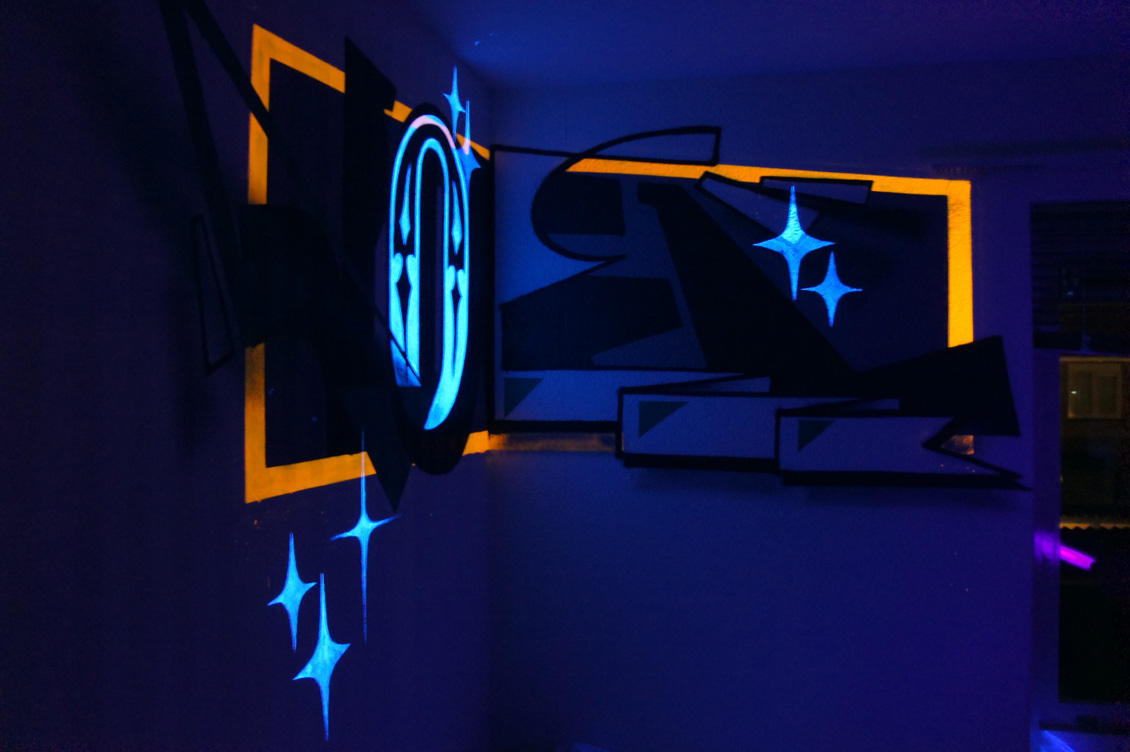 anamorphic painting with fluor on behance a graphic styled anamorphose painting with special fluor black light effects in a corner of a small bedroom