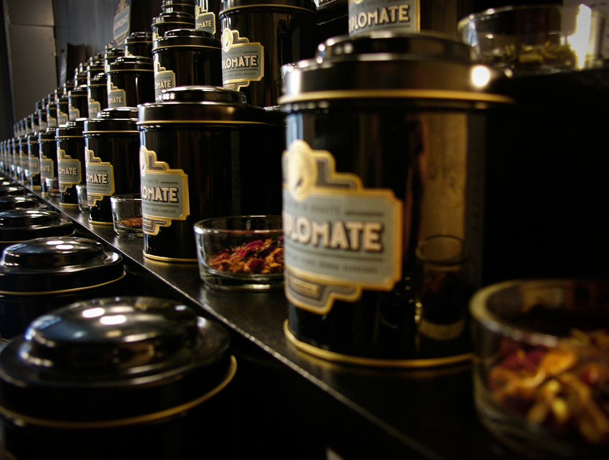 La Diplomate  Rice Creative  branding  the  tea  bordeaux  package design  Packaging  fine tea  futura