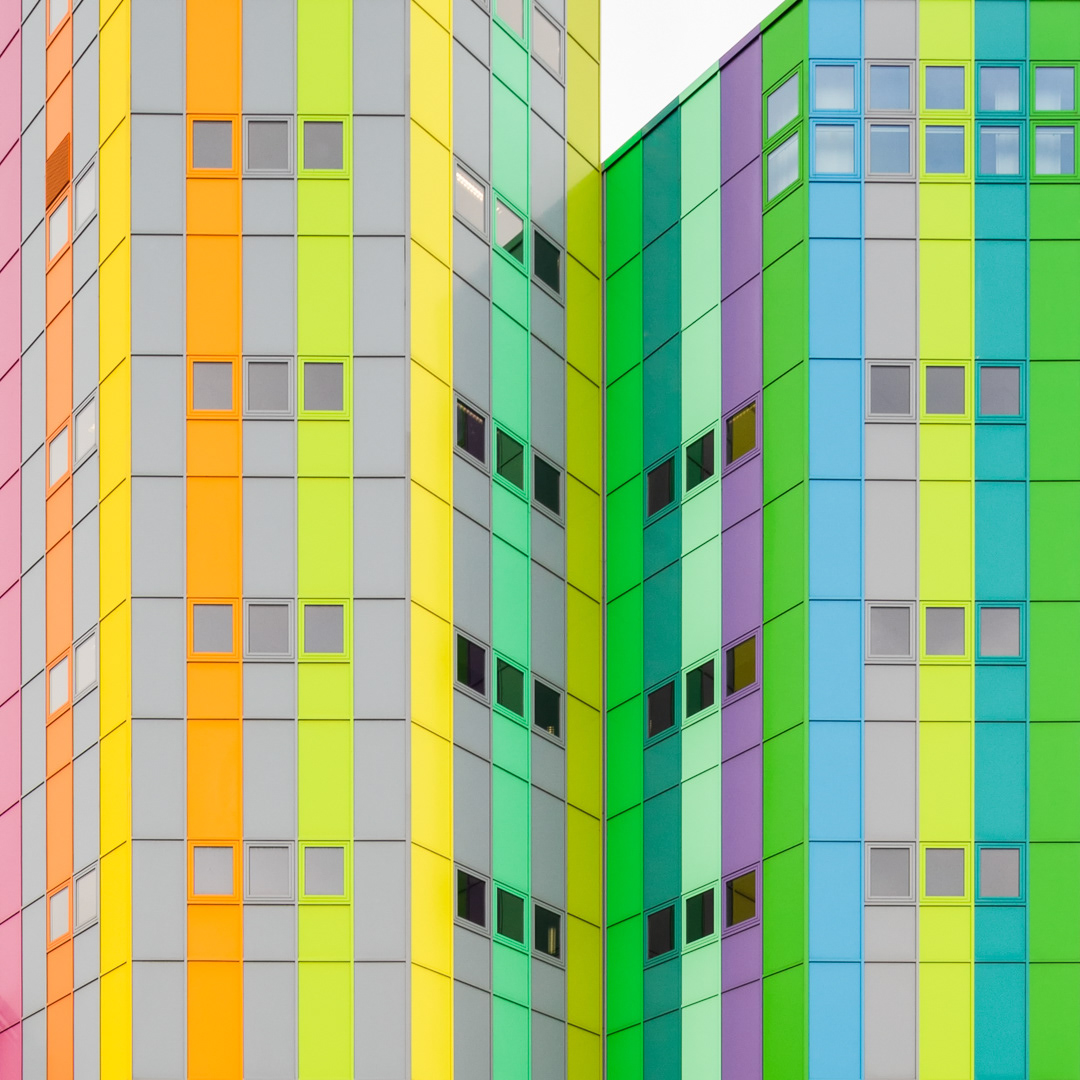 Colorful facade painted by artist Horst Gläsker