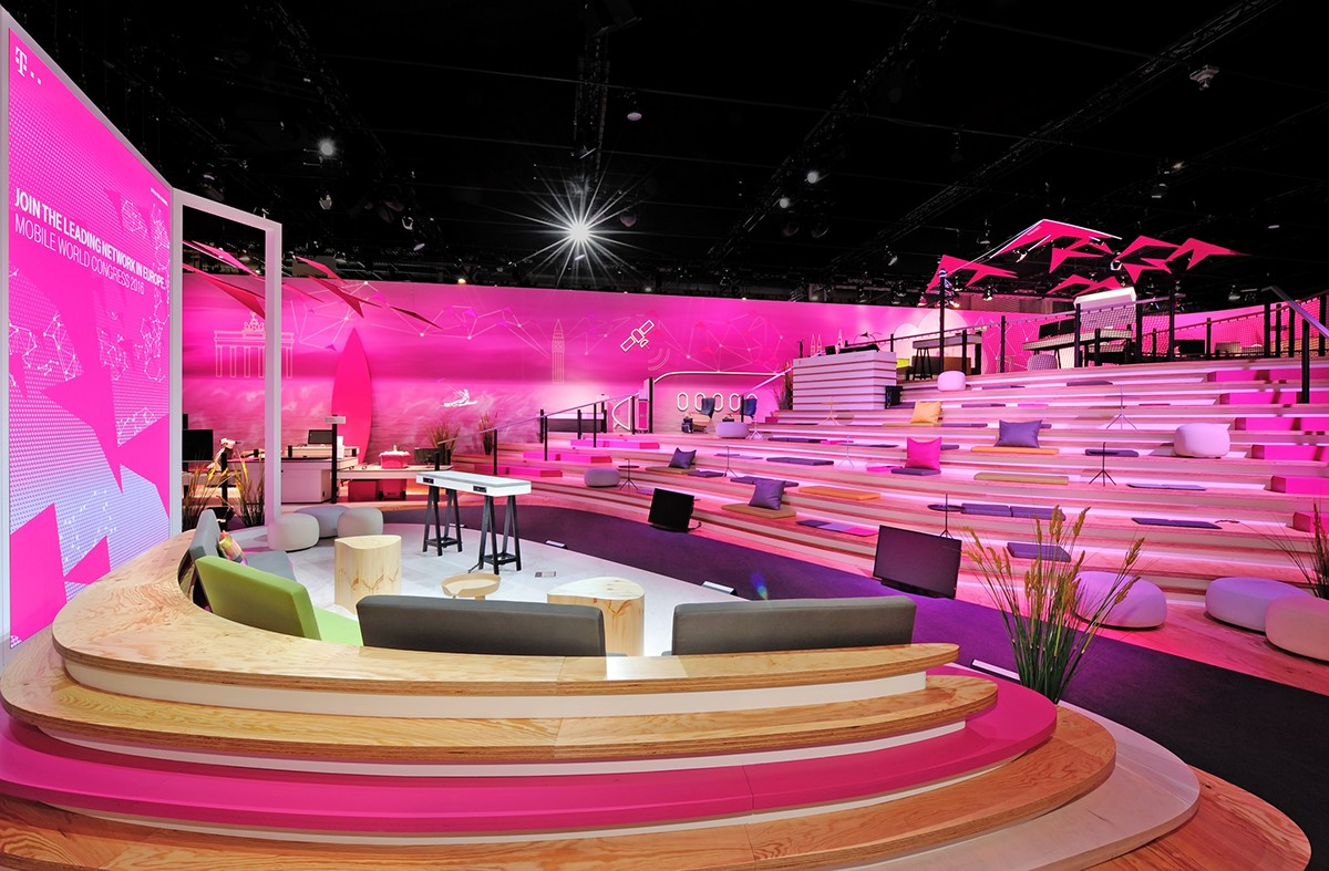 Adobe Portfolio digital design digital beach interface design magenta Brand Spaces mwc2016