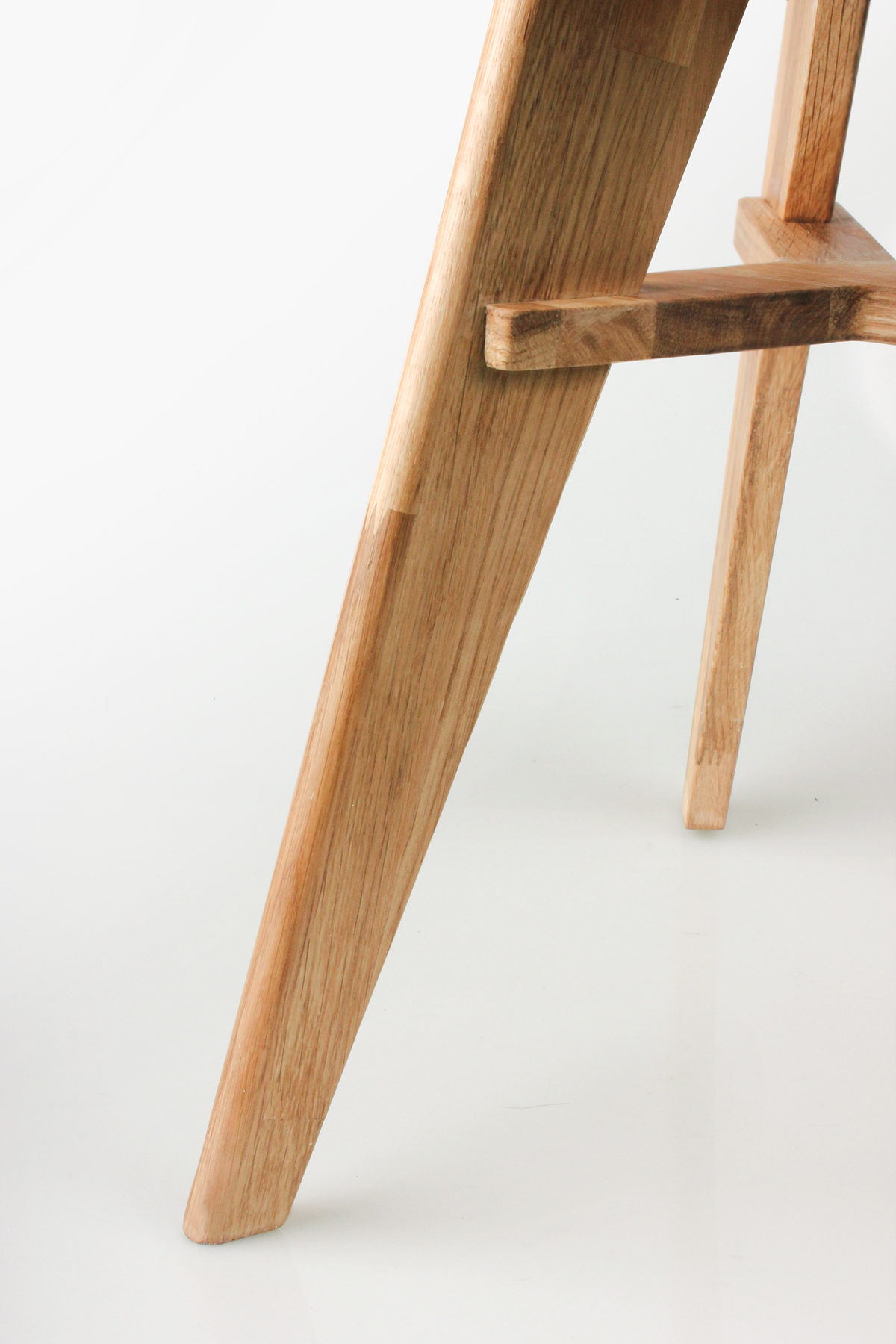 chair stool Up-Cycling design studio hybrid wood white oak Zero per stoo leftover 0%. zero furniture HATTERN upcycle