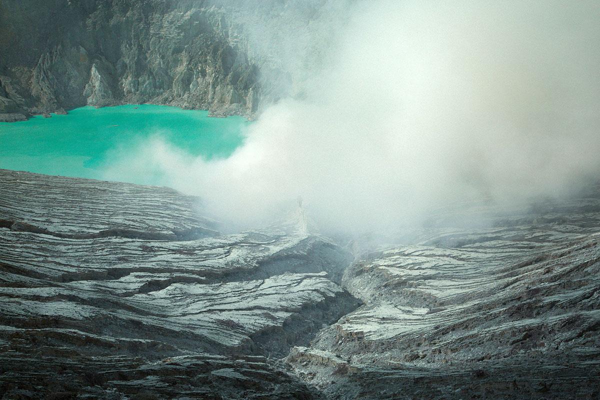 Travel indonesia adventure volcano crater blue fire bromo Ijen east java
