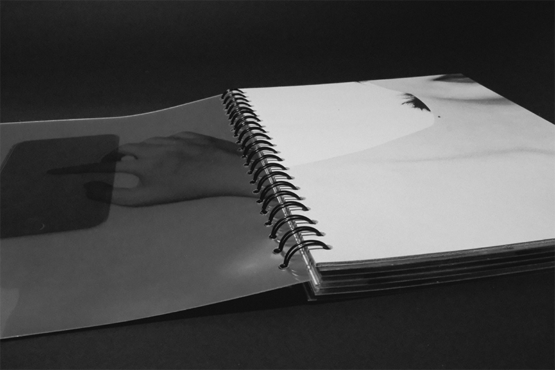 Intimate touch Bookbinding interaction digital cellphone