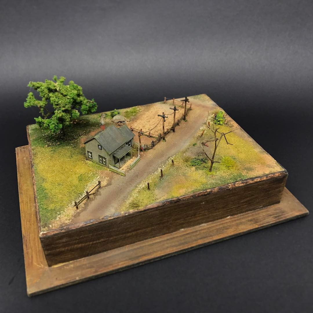 """Diorama. """"There's No Place Like Home"""" On"""