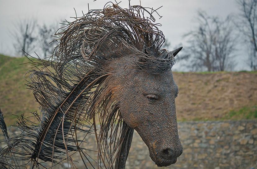 Скульптуры из проволоки мастера из Румынии Дариуса Хулеа Скульптор из Румынии Дариус Хулеа мастерски смешивает железную, нержавеющую, латунную и медную проволоку, чтобы оживить прошлое.